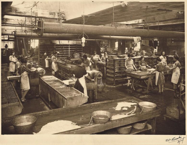 Фабрика по производству струн в 1920 году